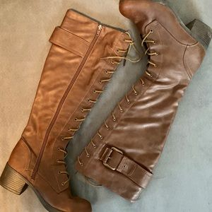 • brown lace up boots •